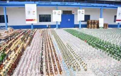 Impresionante cargamento, 24 mil 100 unidades de botellas de licor adulterado y de contrabando fue destruido en el Tolima